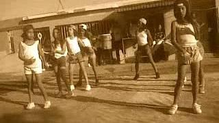 niñas bailando baiven