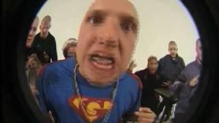 clip 'SUPERGABBER' (Ruben van der Meer) van HAKKUHBAR