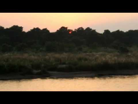 Nepal Chitwan 河岸落日