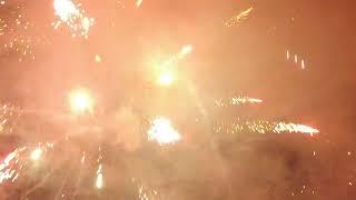 A tűzijáték közepén állok - Fireworks