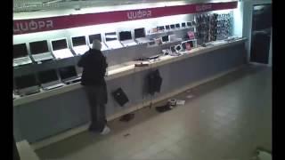 VIDEO. Un rus jefuieste un un magazin de electronice. Rezultatul nu este cel asteptat.