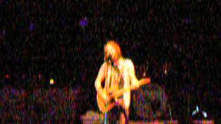 Ed Vedder sings a bit of Cinnamon Girl before Betterman 05-10-06