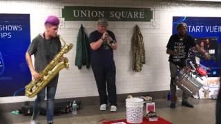 NYC - Union square - Too Many Zooz