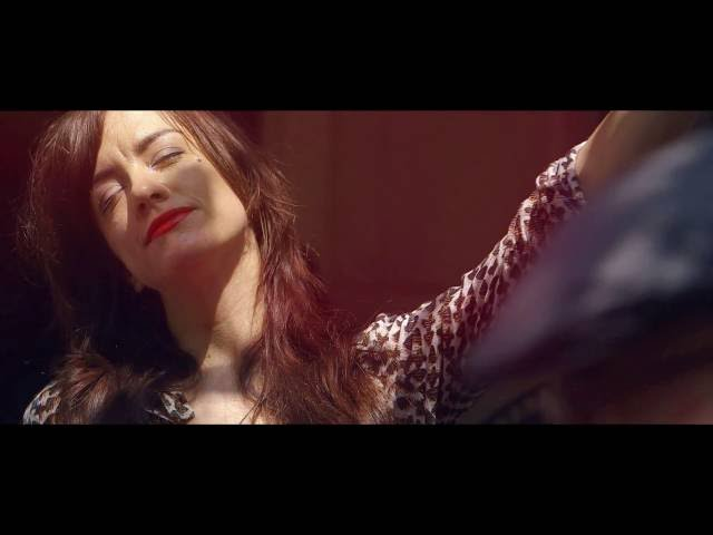 "Vídeo oficial de ""Ever Fallen In Love"" de Nouvelle Vague"