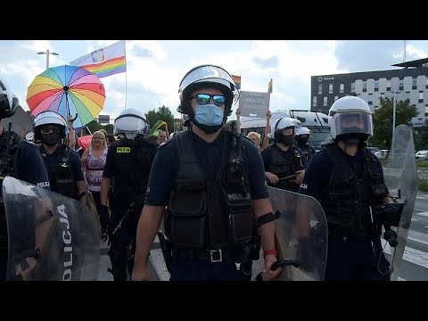 "No comment: LGBT-tüntetések <span class=""search-everything-highlight-color"" style=""background-color:orange"">Lengyelországban</span>"