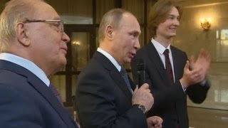 Putin sings Soviet song about space with Russian students