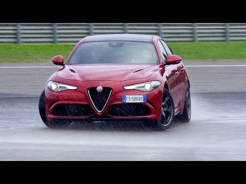 Alfa Romeo Giulia Quadrifoglio vs Stelvio Quadrifoglio [Track Experience] Sub ENG