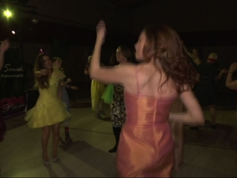 Mom Prom Retro Parties Spread Across Country