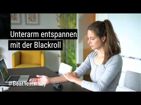 Sportliche Mittagspause - Unterarm entspannen mit der Blackroll