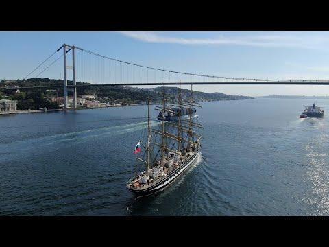 Tarihi yelkenli tekrar Boğaz'dan geçti