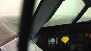 Pouso lutando contra turbulência e vento cruzado em um A318.