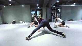 [MIRROR]This Summer's Gonna Hurt Like a MotherF----r - Maroon 5 - Bongyoung Park Choreography