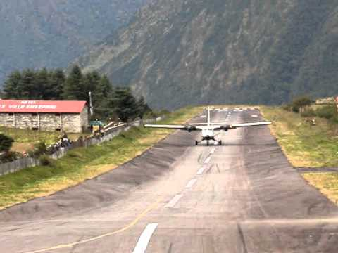 Landing  at Lukla.MPG