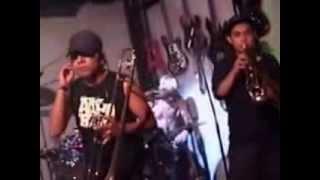 Nino Zombi live - Bitter Song