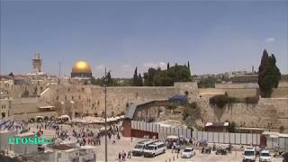 Huge stone block falls from Jerusalem's Western Wall, narrowly missing worshipper