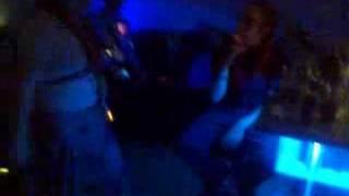 Juego de karaoke, Ines cantando