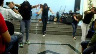 Dançar na chuva Fernandinho coreografia IEQ Cidade Jardim