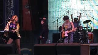 Quiero Club ft. Adrián Dárgelos - Microdancing (En Vivo Escenario Sorpresa Vive Latino 2015).