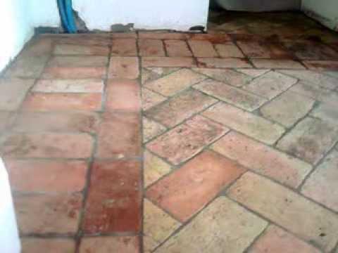 Come restaurare un pavimento in mattoni tutto per casa - Stuccare fughe pavimento esterno ...