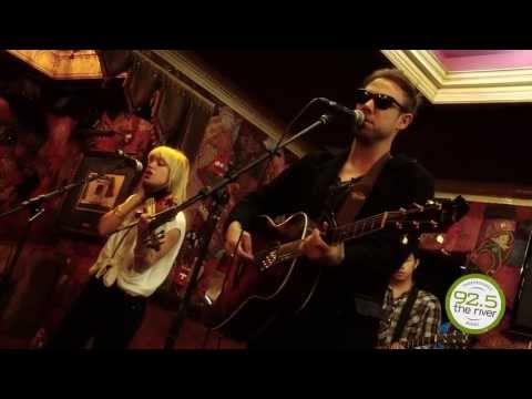 the-airborne-toxic-event-elizabeth-live-from-the-river-music-hall