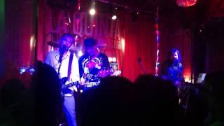 "tlx + Colina ""Fuera de Control"" en vivo @ La Quinta Bar, Caracas 28/06/14"