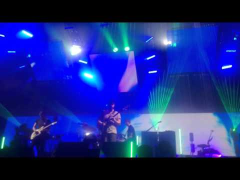 foals-two-steps-twice-confetti-ending-sse-arena-wembley-16022016-mrsgamisama