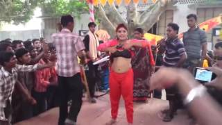 Very Dirty Ganda sexy Dance in Bhojpuri live larki ne Utaare Apne Kapre Stage Par HD 2017