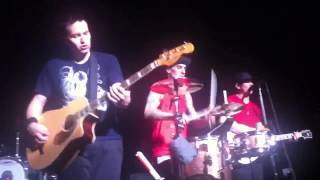 blink-182 - give me one good reason (acoustic) - manchester