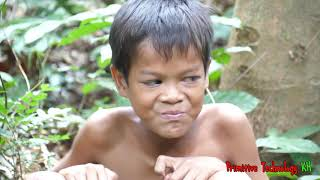 Primitive Technology - Eating delicious - Smart boy catch and cooking Crab