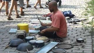 Increíble percusionista callejero en Berlín