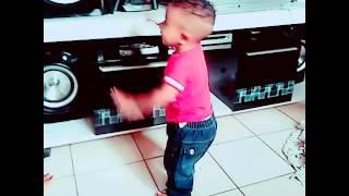 Taylor bebê dançando funk