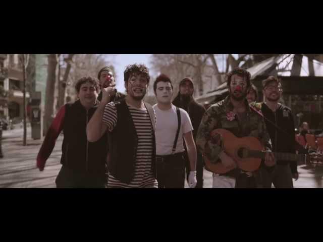 Videoclip oficial de 'Músic de carrer', de Txarango.