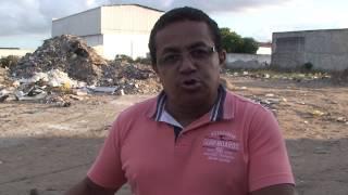 Lixão em plena via pública de Arapiraca deixa moradores indignados
