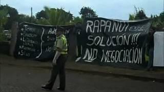 Manifestaciones al arribo de la primera dama a Rapa Nui (22.04.2012)