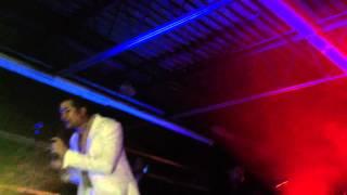 Amor a distancia, Frank Reyes (Live)