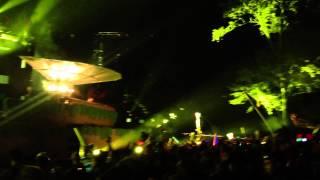 "Dillon Francis dropping ""Tsunami (HLTR$KLTR & Lookas Trap Remix)"" Live @ Tomorrowworld"