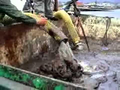 Pompa ile petrol ve kum karışımı transferi