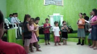 Mô cantando na igreja
