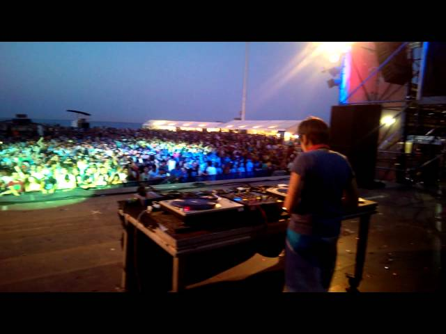 Eme DJ en directo en el Arenal Sound.