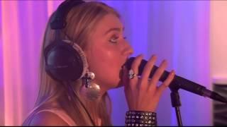 Axeela - Addicted (live bij Q)