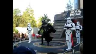 Darth Vader and Stormtroopers dance to MC Hammer - U Can't Touch This at Disney