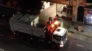 Recoleccion de basura en Buenos Aires - Garbage Truck in Action
