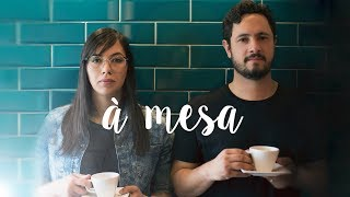 Mariana Camargo feat. Marcos Cerqueira - À MESA (Lyric Video)