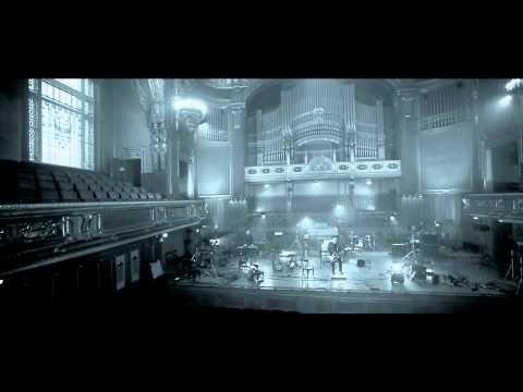akos-utazo-2011-official-video-hd-akoxvid