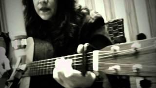 """Ana Carolina canta """"And I Love You So"""" em tributo a Elvis Presley"""