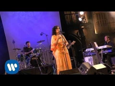 Sola de Diana Navarro Letra y Video