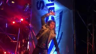 Cantante de rata blanca se cae en medio del show