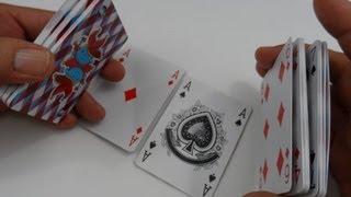 Mágica achando os 4 ases nas cartas do baralho. Full HD.