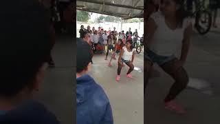 Chicas bailando candy perreo