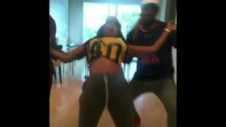 #Lyrica Anderson &  #A1 dance better than Chris Light Brown! #LHHHollywood 4 star is #LIT #LHHH